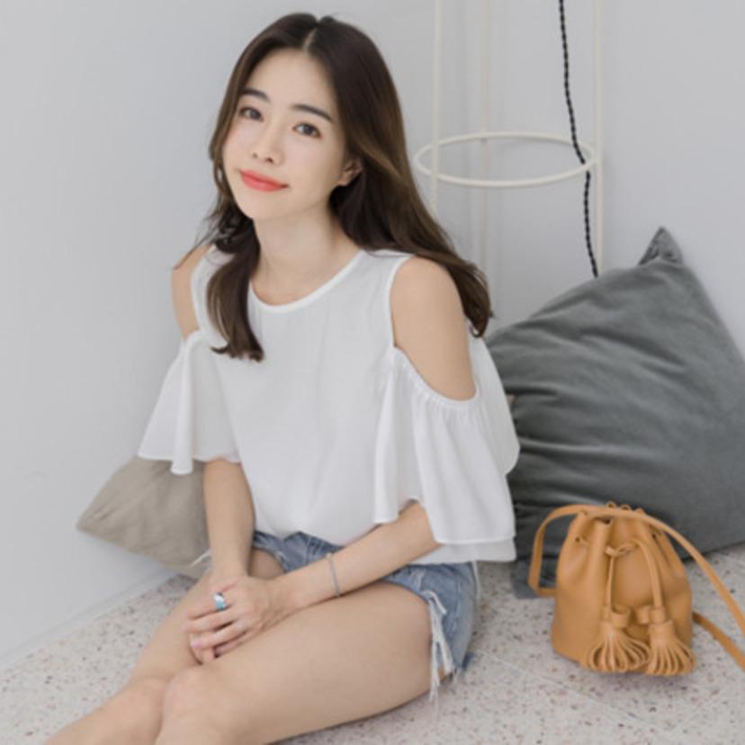 7df52d6e48da 韓国で大人気の夏コーデ♡オフショルダーの着こなし方♡ | 韓国情報 ...
